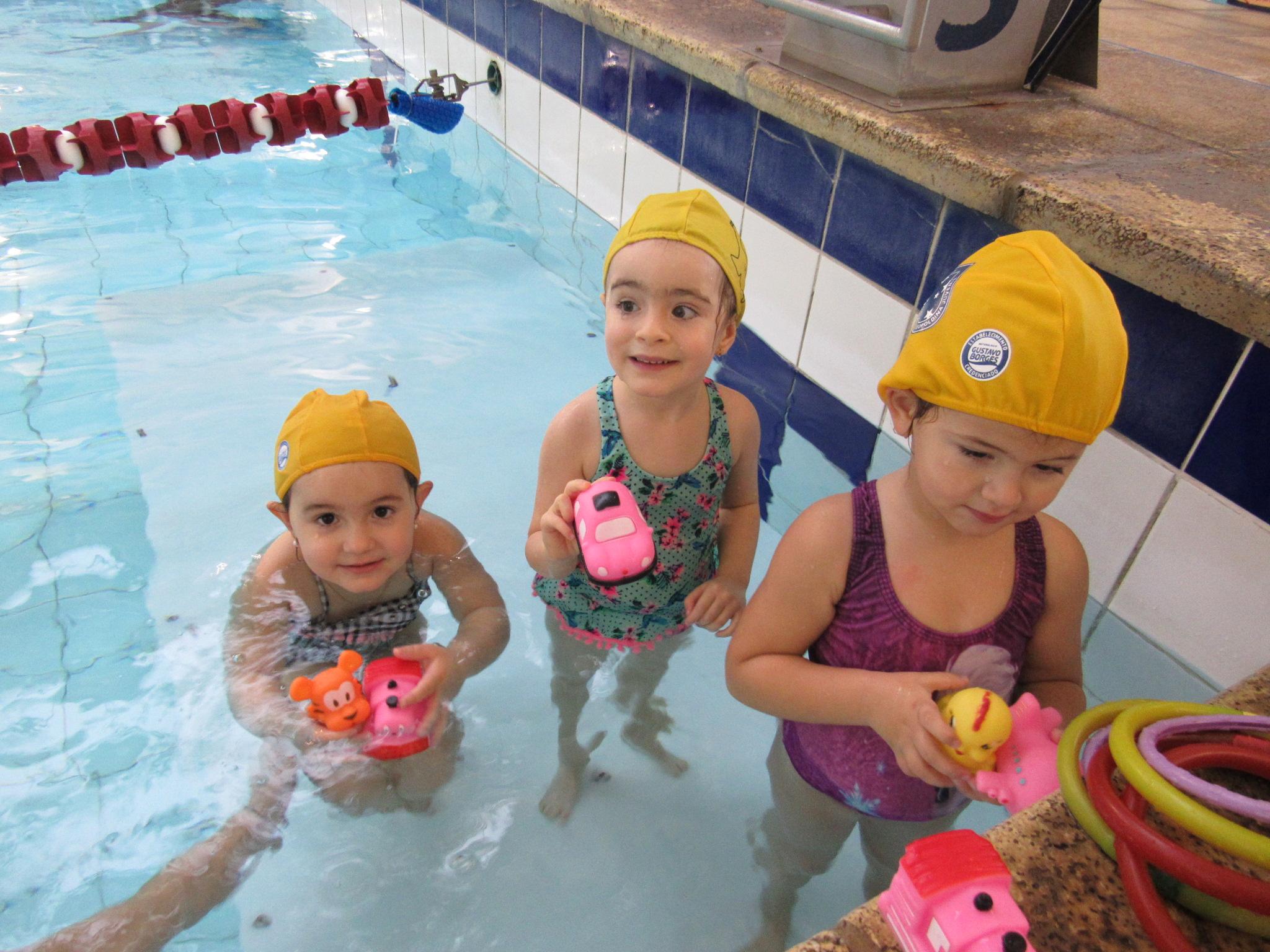 Alunas escola de natação - Touca Amarela