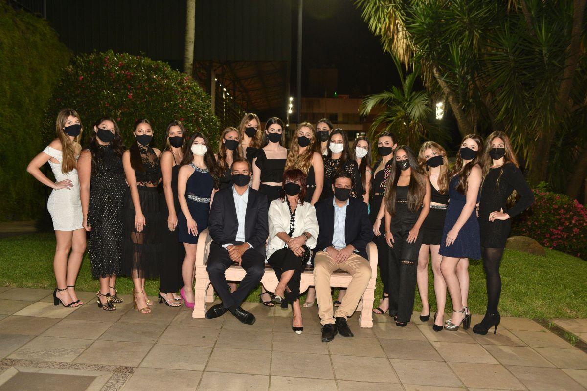 As 17 debuts ALJ 2020 com os anfitriões da noite.