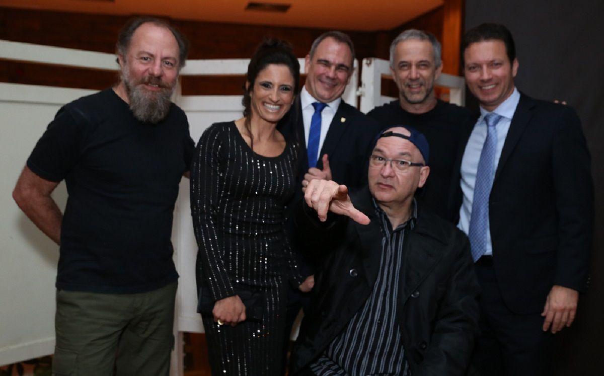 Casal presidente ALJ e prefeito de Porto Alegre no camarim dos Paralamas. Crédito: Equipe Nattan Carvalho.