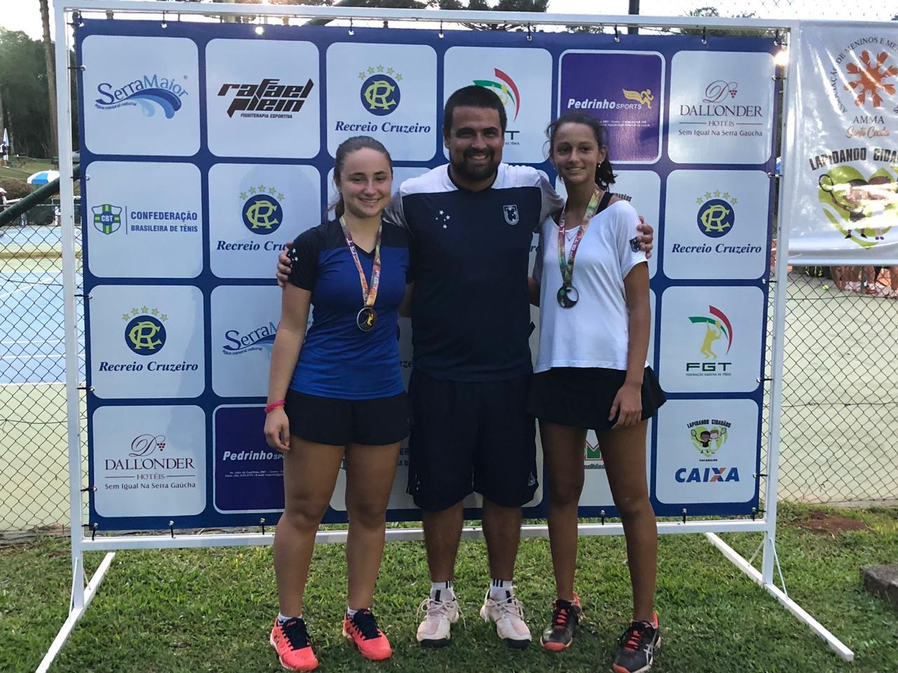 Da esquerda para direita: Juliana Kulczynski / Leonardo Santos Sperry (Dado) / Elisa Dornelles