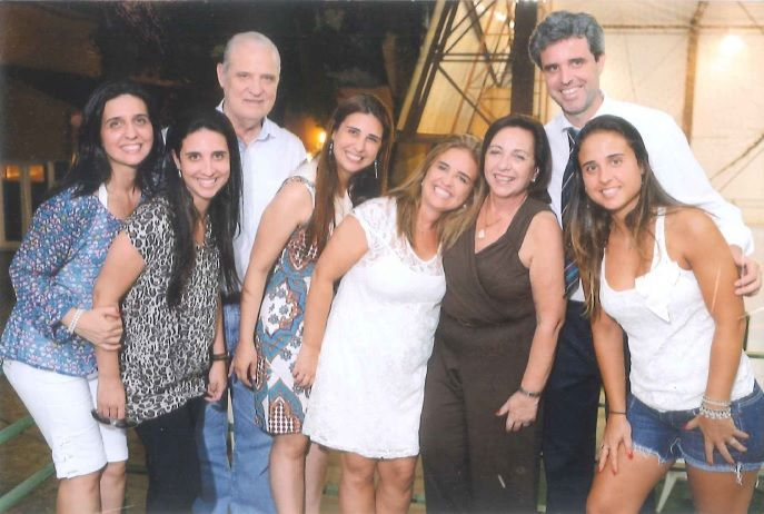 Maria Isabel Cirne Lima de Oliveira (3ª pessoa da  Dir. para Esq.) lembra os bons momentos em família nos ambientes do Clube