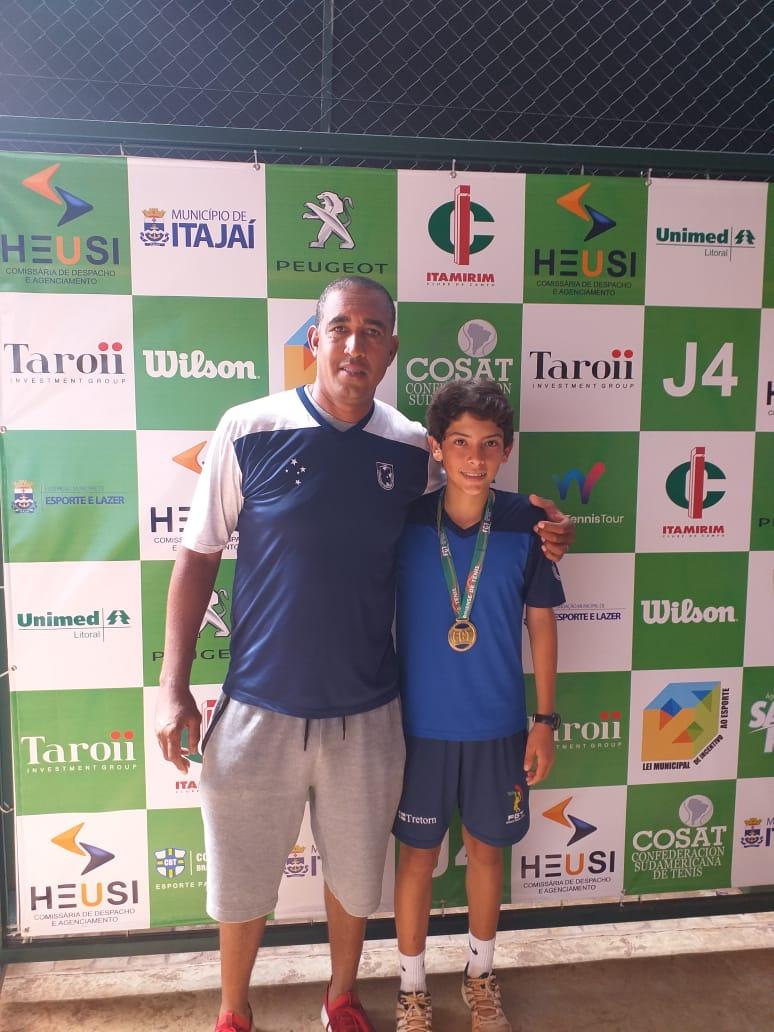 Pedro Pinto campeão junto do seu professor Fabiano Santos