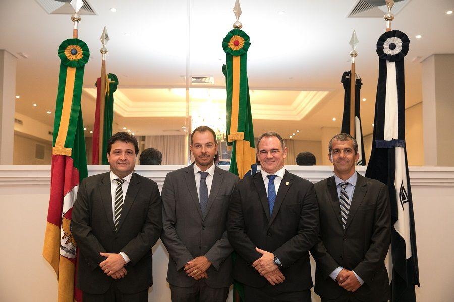 Presidente e vice-presidentes reempossados. Crédito: Rodrigo e Cassiana