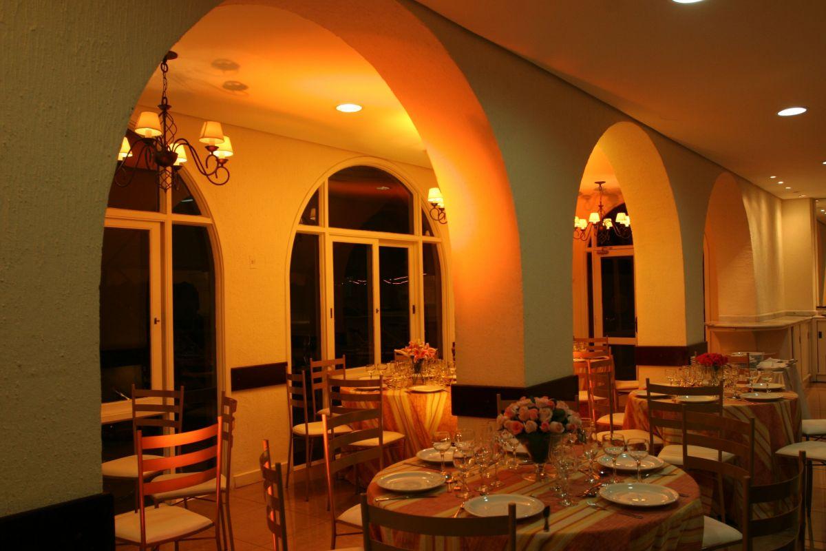 Restaurante dos Arcos em reforma.