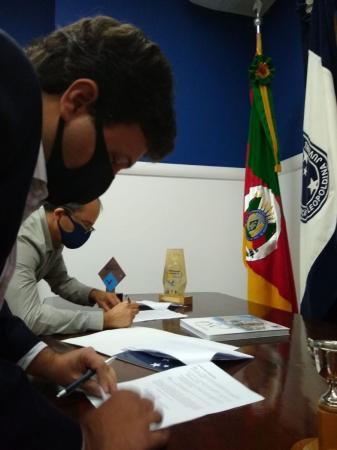 ALJ firma contrato de aquisição de imóvel junto à Sede Marquês do Herval