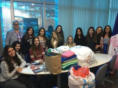 Juvenil Solidário entrega doação para a Liga Feminina de Combate ao Câncer